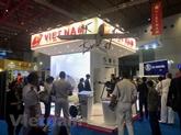 Le Vietnam affirme le développement de son industrie de défense