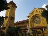 Concert pour célébrer Noël à la cathédrale de Cua Bac