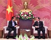 Le vice-président de lAN, Phùng Quôc Hiên, reçoit le PDG de Coca-Cola Vietnam