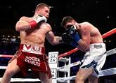 Canelo Alvarez impitoyable pour décrocher la ceinture des super-moyens WBA