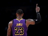 NBA: les Lakers portés par James et Ball, les Celtics plombés par les Pistons