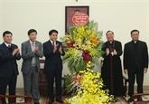 Des dirigeants reçoivent le nouveau archevêque de l'archidiocèse de Hanoï