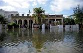 Cuba: la mer déchaînée face à La Havane, plusieurs quartiers inondés