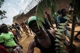 Ebola en RDC: centre de transit attaqué, des