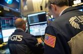 Wall Street tremble à la clôture, inquiète de signaux sur la croissance américaine