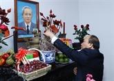 Têt : Nguyên Xuân Phuc rend hommage aux anciens dirigeants du pays