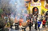 Aller à la pagode au Nouvel An lunaire, une belle coutume des Vietnamiens