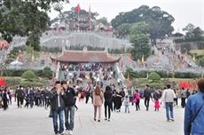 Têt traditionnel : des centaines de milliers de touristes à Quang Ninh et Lâm Dông