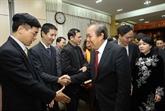 Deux vice-Premiers ministres rencontrent des médecins à Hanoï