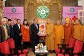 Le secrétaire du Comité du Parti pour Hanoï présente ses vœux du Nouvel An aux bouddhistes
