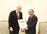 Le Premier ministre Nguyên Xuân Phuc reçoit le président de la FIFA