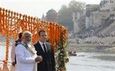 Le président français Macron achève sur le Gange son voyage en Inde