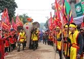 Au cœur de la procession de léléphant dans le village de Dào Xa à Phu Tho