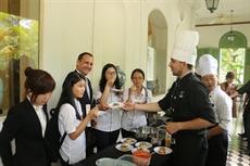 Les élèves francophones étudient la cuisine française