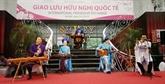 Excursion des diplomates étrangers à Dông Anh