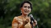 La conseillère d'État du Myanmar entame sa visite officielle au Vietnam