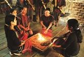 Le culte M'nông du premier feu dans une maison neuve