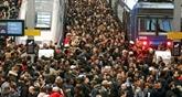 France: la grève se durcit à la SNCF