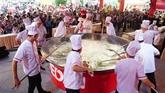 Une poêlée géante de riz entre dans le Guiness book des records du Vietnam