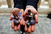 Dans le Yémen en guerre, Safaa réussit à faire briller les pierres