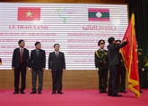 Le Laos remet des distinctions honorifiques à Diên Biên