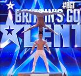 Deux acrobates vietnamiens brillent à Britain's Got Talent