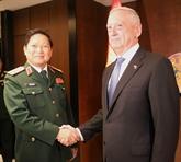Shangri-La: le ministre Ngô Xuân Lich rencontre des représentants de différents pays