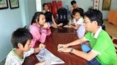 Une classe humanitaire dans le cœur du quartier des ordures à Hô Chi Minh-Ville