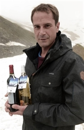 Sous la glace, à 2.400 m d'altitude, du vin de Bordeaux se magnifie