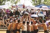 Fête de lutte pour la boule en terrain boueux à Bac Giang