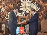 L'administrateur du PNUD Achim Steiner visite le Vietnam