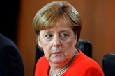 Merkel dos au mur avant un sommet européen crucial