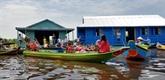 Cambodge: inauguration d'une école flottante réservée aux enfants Viêt kiêu