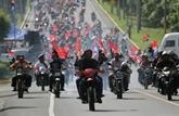 Deux morts au Nicaragua paralysé par une grève, Ortega et ses partisans défilent