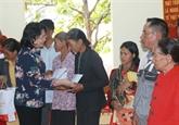 Dang Thi Ngoc Thinh rend hommage aux morts pour la Patrie à Dak Nông