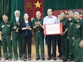 La présidente de lAN rend visite à des invalides à Hà Nam