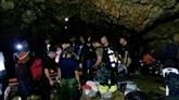 En Thaïlande, les enfants piégés dans une grotte retrouvés