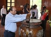 Le chef du gouvernement rend hommage au Président Hô Chi Minh