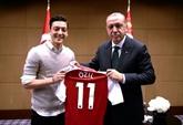 Allemagne: Özil quitte la sélection en évoquant le