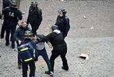 Crise politique en France, un proche de Macron inculpé pour
