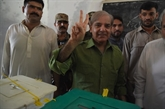 Pakistan: les bureaux de vote fermés, début des opérations de dépouillement