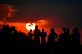 Le monde observe la plus longue éclipse de Lune du XXIe siècle