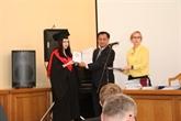Remise des diplômes du 1er cours post-universitaire en langue vietnamienne en Ukraine
