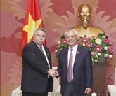 Le vice-président de l'AN, Uông Chu Luu, reçoit des hôtes cubains