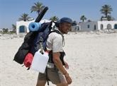 Sous la canicule, 300 km à pied pour nettoyer les plages tunisiennes