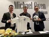 Le footballeur Micheal Owen présente une collection de mode au Vietnam