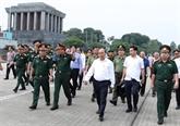 Le PM inspecte l'entretien du mausolée du Président Hô Chi Minh