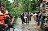 Inondations: des milliers dIndiens piégés, le bilan salourdit