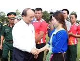 Le PM Nguyên Xuân Phuc rend visite au corps de troupe 16 à Binh Phuoc