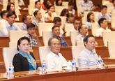 La présidente de l'AN assiste à un débat sur le président Tôn Duc Thang